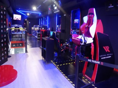 一套虚拟现实游戏在马德里1小时