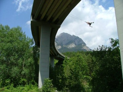Two bungee jumps in Saldes in Barcelona