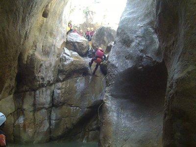 Discesa del canyon dell'iniziazione di Forat Negre
