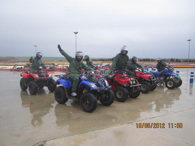 quad bajo la lluvia