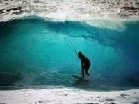 Pasando bajo la ola