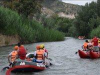 沿着塞古拉(Segura)在木筏中移动