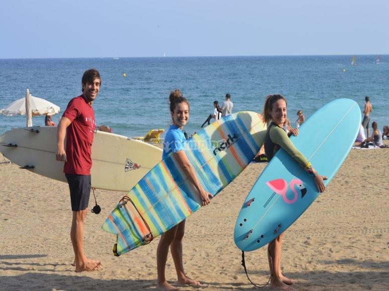 Cogiendo las tablas de surf