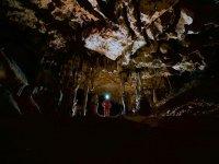 洞穴内的洞穴学家