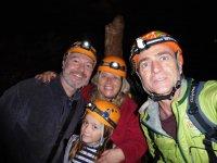 洞穴内的家庭