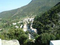 在 Cueva de la Terriza 和 El Madroñal 远足