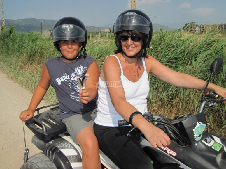 2-seater quad with kid