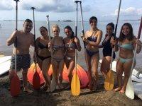 Preparados para hacer paddle surf en el delta del Ebro