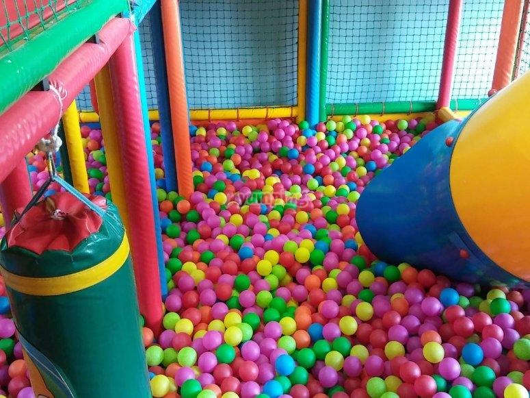 Piscina de bolas de colores