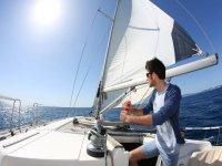 Disfrutando del sol a bordo del barco