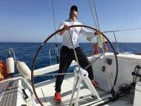 Practicando al timón del velero