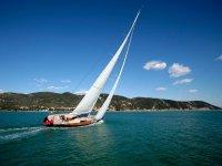 Practica de vela en costa gaditana
