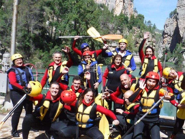 Grupo preparado para el rafting