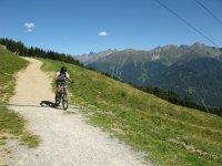 en el camino con la bici