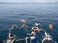 Banandose desde el barco