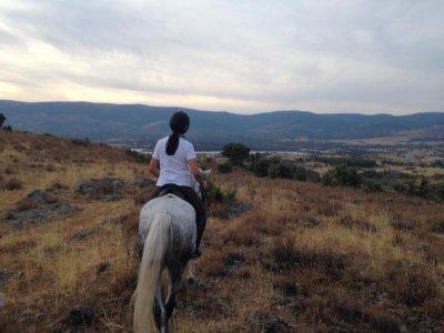 Clase + Ruta a caballo Buitrago de Lozoya 1h 45min