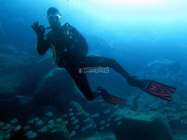 一对潜水员