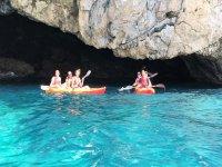 Visitas a cuevas en kayak