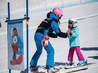 Clase de esqui infantil