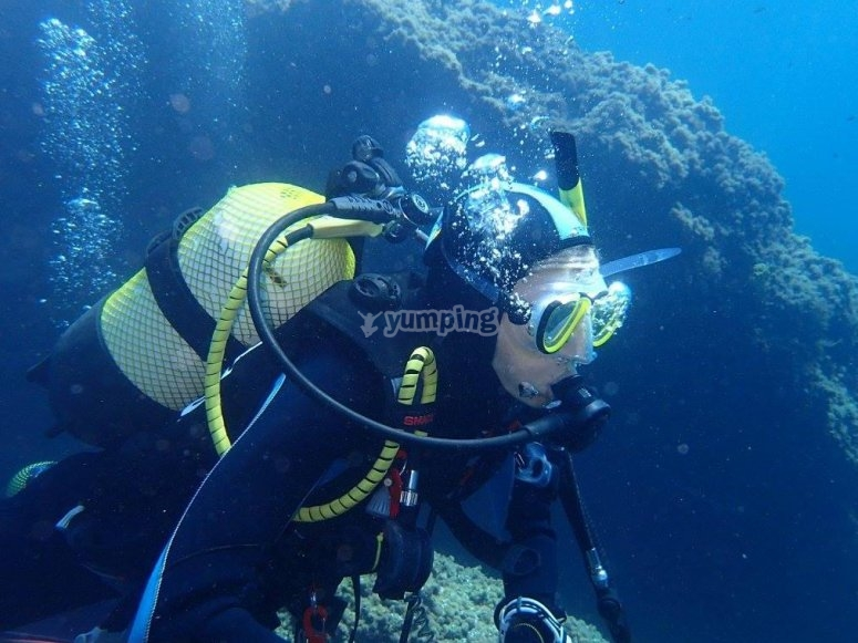 Wearing the diving equipment