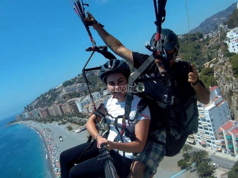 Volo in parapendio sulla costa