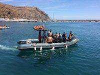 离开Javea的潜水船