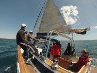 帆船在瓦伦西亚地中海从瓦伦西亚