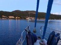 帆船在日落
