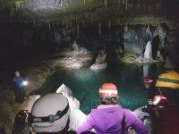 在Cueva de Longinos Estella-Lizarra洞穴探险