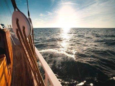 在海上帆船大加那利岛的葬礼