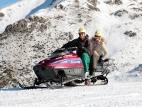 Raquetas de nieve motos y consumición Vall de Bohí