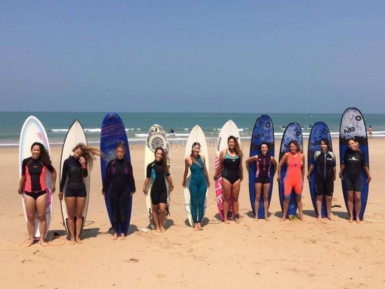 Todas con las tablas de surf