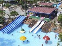 Parte de las piscinas y toboganes