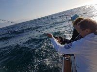 Lanzando canas desde el barco
