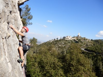 Outdoor climbing in Barcelona. induction 6hours