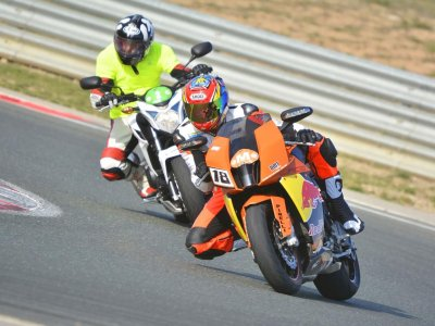 Motorcycle driving course Zuera teambuilding