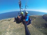 在Santa Pola悬停在海面-999陪同滑翔伞