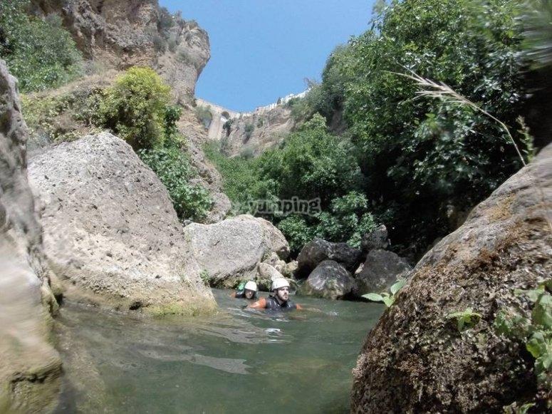 Nadando en el río Tajo de Ronda