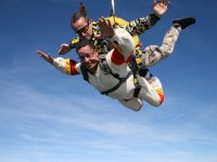 Paracadute che cade a tutta velocità
