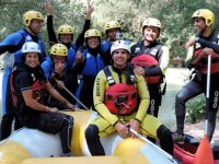 Grupo con el instructor de rafting