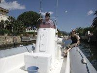 giro con la barca attraverso i canali