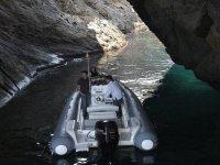 paseo en barco entre la cueva