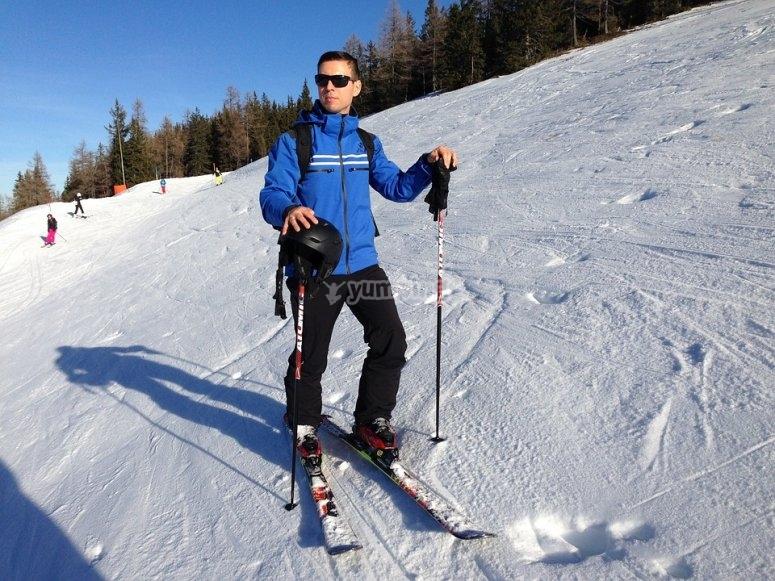 con el equipo de esqui.