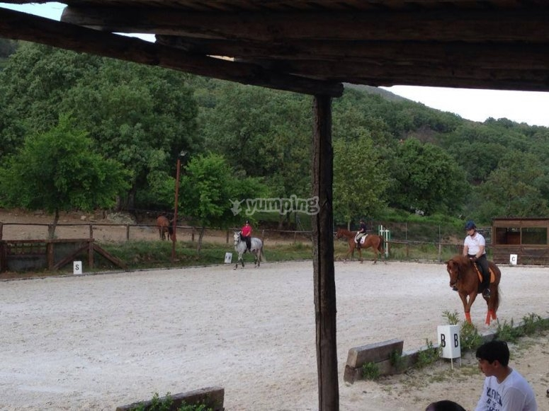 Clase de equitación en Gredos
