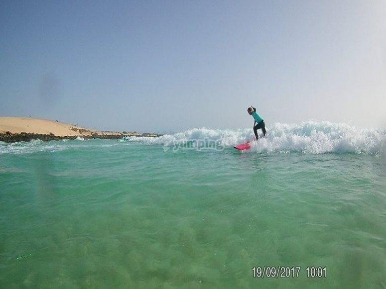 scivolando sulle onde