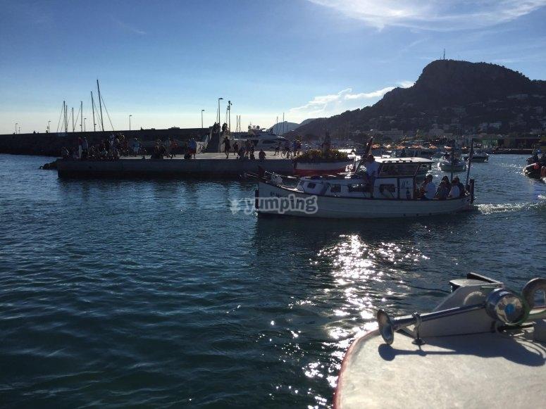 Barco zarpando