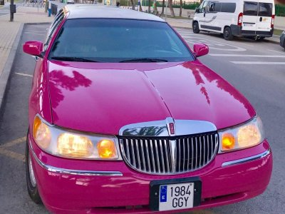 Limo rental Madrid, 1h guided route