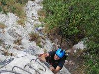 Ascendiendo por los anclajes de la roc