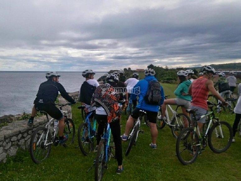 Bicicletas junto a la costa