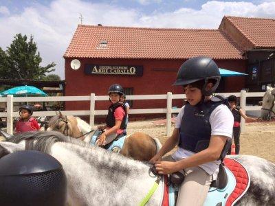 Bono mensual de equitación en Segovia para niños